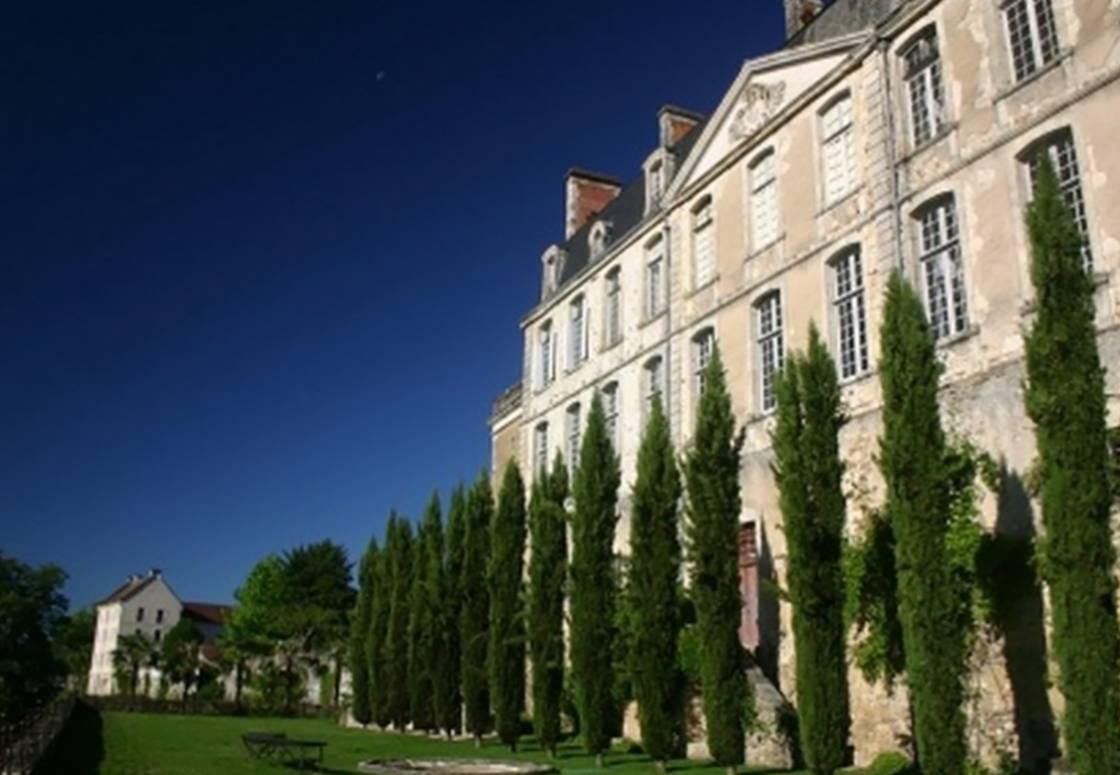 Le château de Nontron et le jardin des Arts