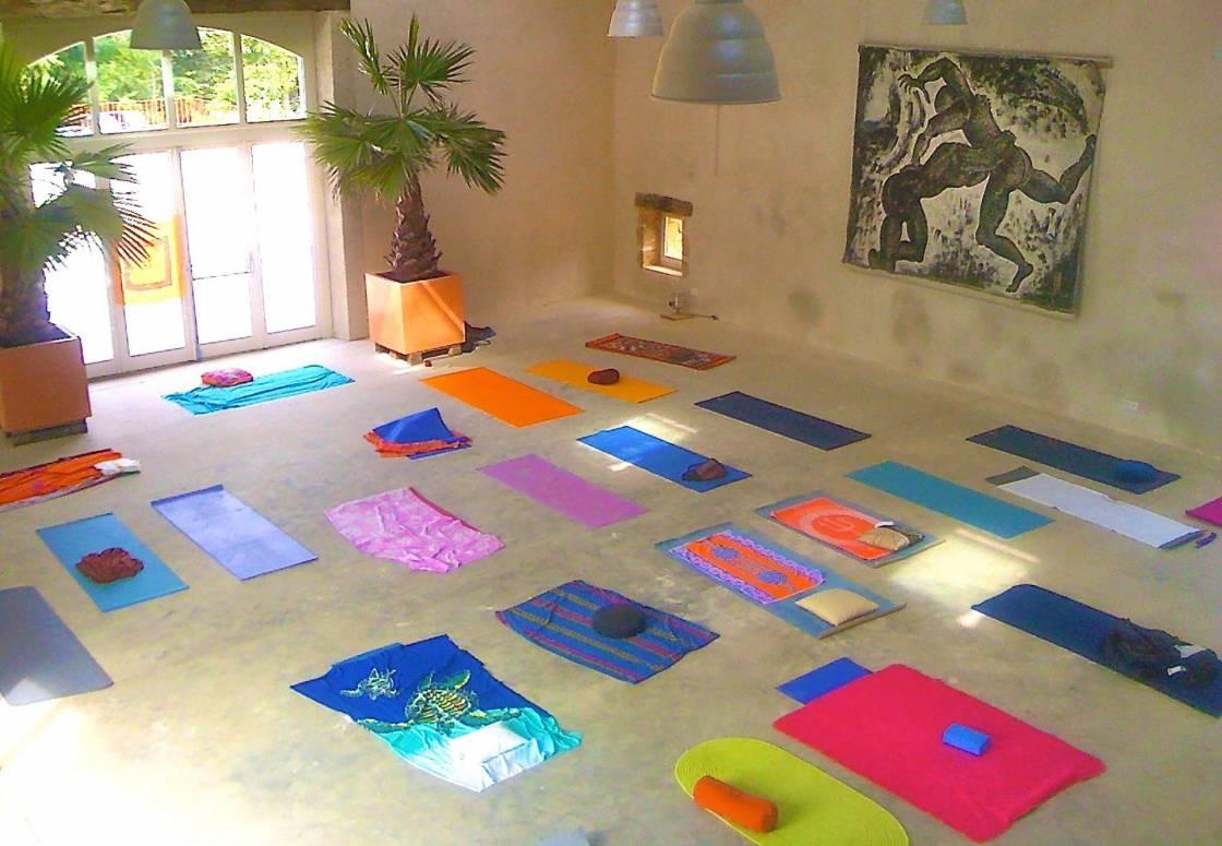 La Salle des Fêtes avant une séance de yoga