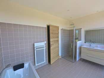 Salle de bains de la suite parentale - Lotus