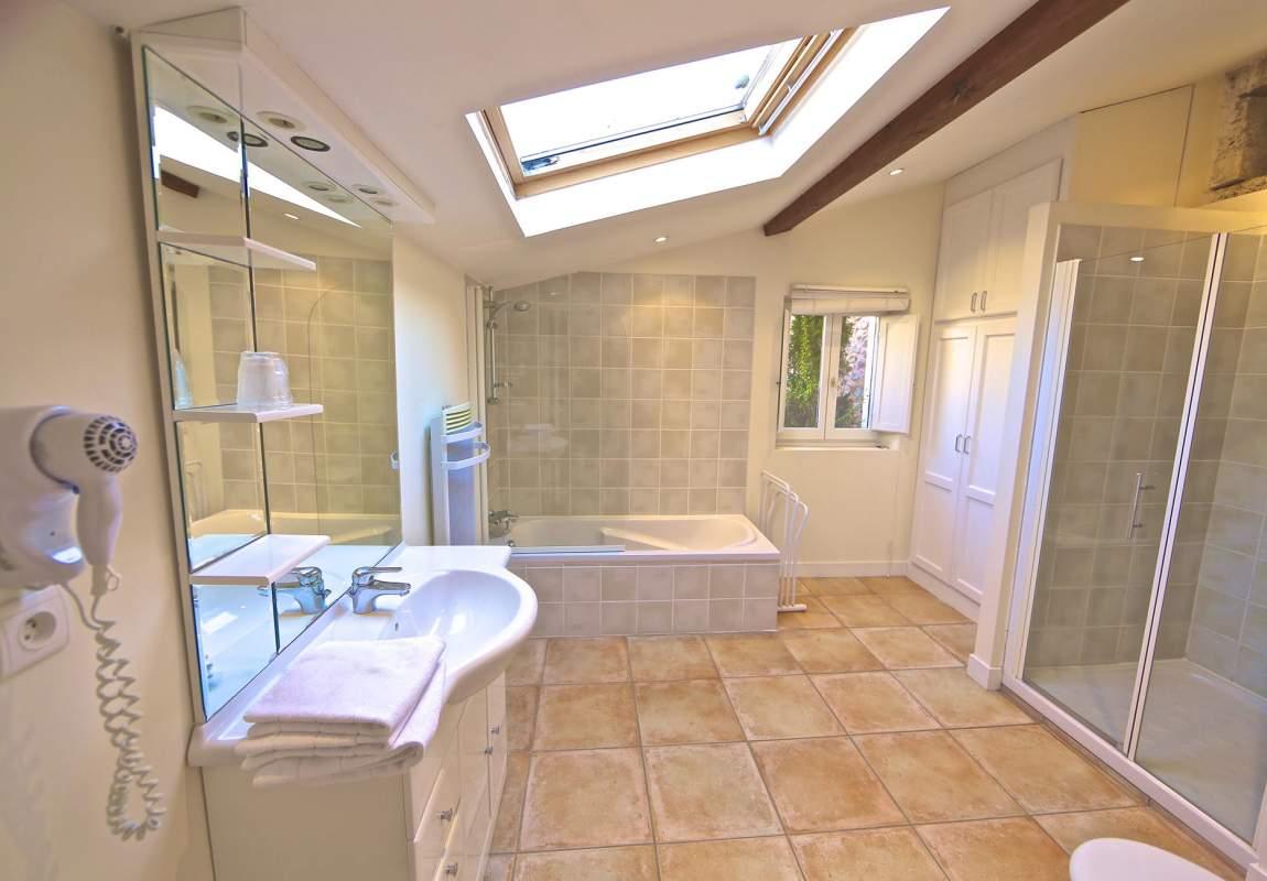 Salle de bains de la Chambre 2 (RdC) - Orchidée