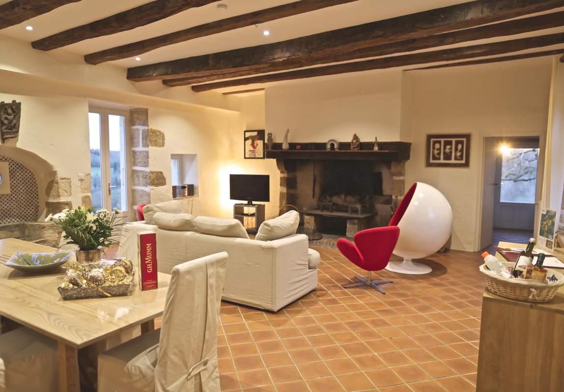 Salon du gîte Acacia en Dordogne Périgord